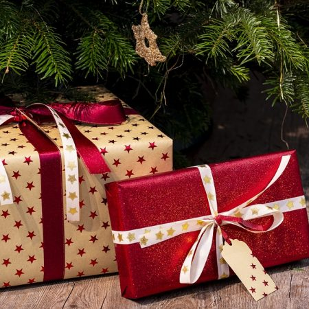 34360367_gifts-3835455_960_720